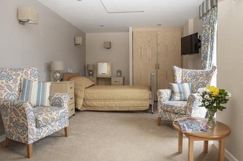 Los paneles montados en el techo ahorran espacio y son seguros para los residentes en residencias.